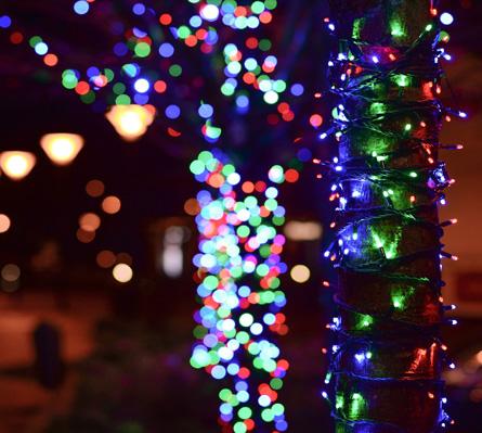Montaggio illuminazioni natalizie ed eventi