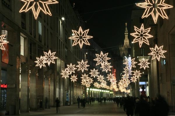 Montaggio illuminazioni natalizie